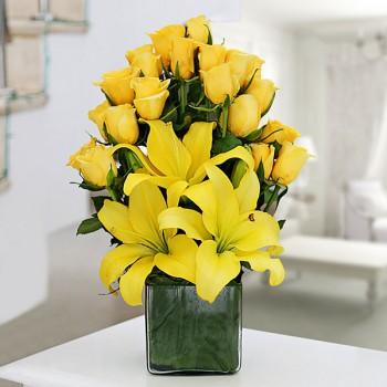 Yellow Lilies n Roses in Vase