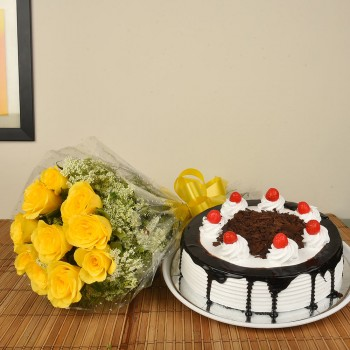 Yellow Roses n BlackForest
